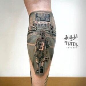 Tattoo de fútbol - Tatuaje jugador de fútbol en la pierna