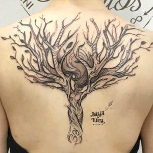 Estudios de Tatuajes en Zaragoza - Tatuaje de árbol de mujer