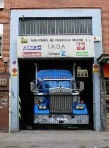 Rotulación a mano en Madrid - Mural cierre camión realismo