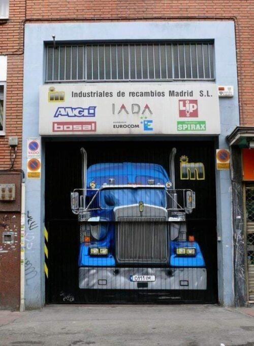 Mural cierre camión realismo