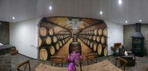 Graffiti comercial en Cartagena - Bodega con mural de barriles