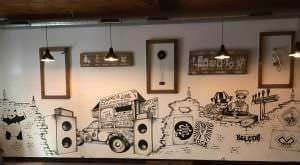 """Rotulación a mano - Murales en cervecería """"Brewing Records"""" (Vigo)"""