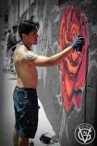 Grafiteros de Valencia - Keoni pintando una rosa