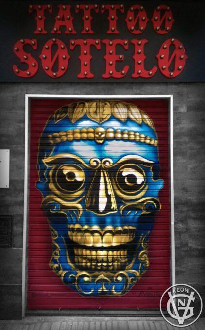 Cierre metalico con mural - Tattoo Sotelo