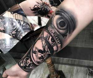 Tatuajes en Negro y Grises - Black and Grey - Tatuaje reloj antiguo y ojo