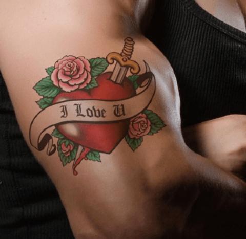 tattoo neotradicional en el brazo de corazón