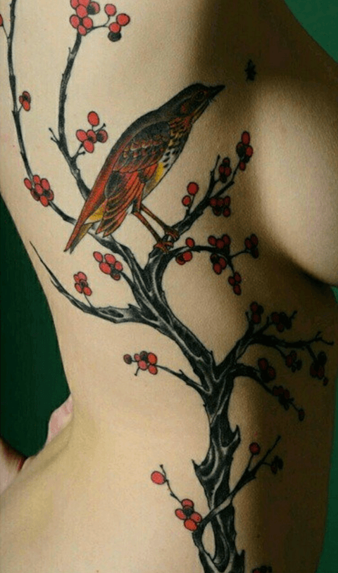 tattoo de golondrina grande a color