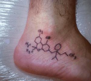 tattoo en el pie, formula quimica