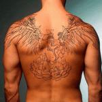 tattoo en la espalda con alas