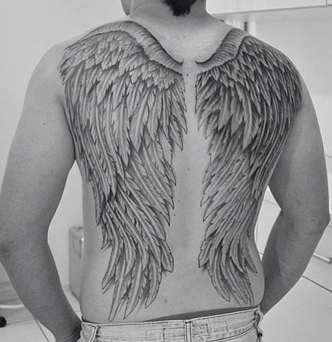 tattoo de alas grandes