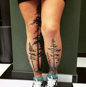 tattoo de bosque en las piernas