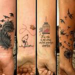 tattoo en el brazo, varios tipos, pluma, snoopy, jaula con pájaro, pajaritos