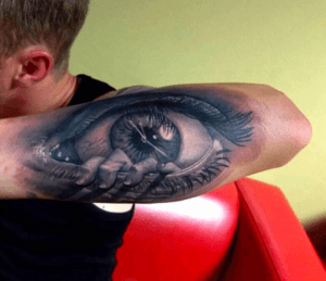 tattoo grande de ojo en el brazo