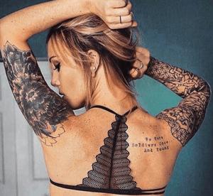 tattoo en brazo forma geométricaa