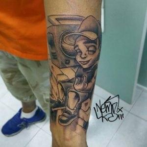 Tatuajes en la muñeca - Tatuaje Bboy en el brazo