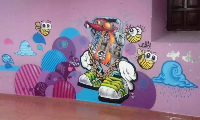Graffiti cassete casa joven