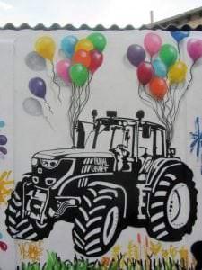 Graffitis - Graffiti tractor en blanco y negro