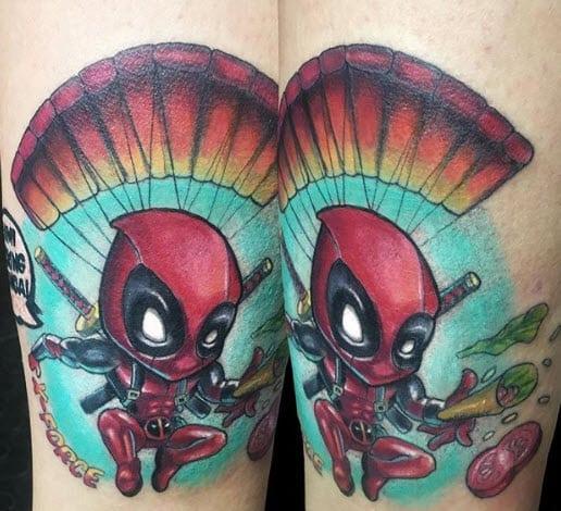 Tatuaje deadpool neotradicional