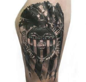 Estudios de tatuajes en Valencia - Tatuaje escudo Valencia Club de Fútbol