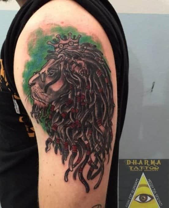 Tatuaje león rasta
