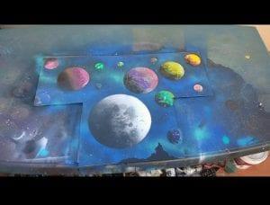 Graffiti profesional - Dibujo de unos planetas y el espacio