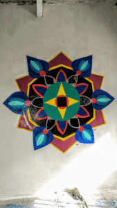 Graffitis pared del cuarto - Mandala nocturno con spray
