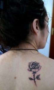 Estudios de Tatuajes en Zaragoza - Tatuaje rosa espalda