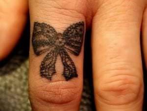 Estudios de Tatuajes en Barcelona - Tatuaje en el dedo