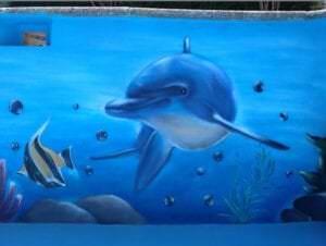 Graffiti comercial en Granada - Mural en una piscina decoración de fondo marino