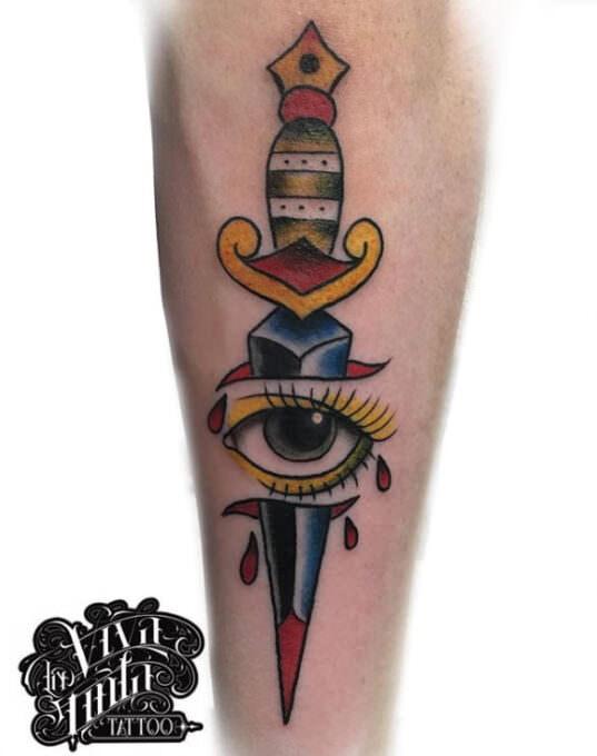 Tattoo puñal