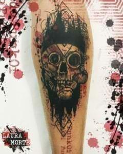 Estudios de Tatuajes en Barcelona - Tatuaje Calavera Punki