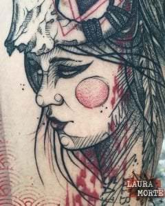Estudios de tatuajes en Valencia - Tatuaje Trash Polka Tattoo: Mujer con calavera