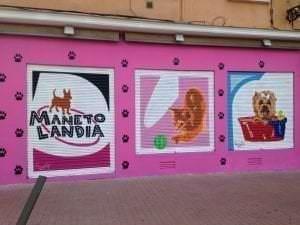 Graffiti comercial en Granada - Mural decorativo: Manetolandia tienda y peluquería canina
