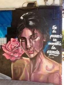 Graffiti comercial en Móstoles - Mural: En la presencia se encuentra la esencia