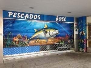 Graffiti comercial en Móstoles - Graffiti en cierre: Bajo del mar