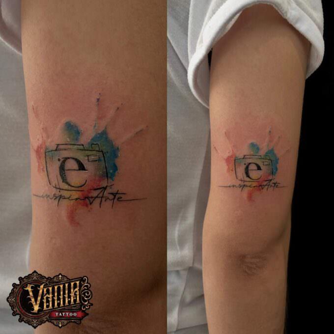 Tatuaje watercolor antebrazo