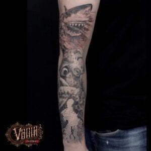 Estudios de Tatuajes en A Coruña - Tatuaje brazo entero: Fondo marino (Tiburón, buzo y pulpo)