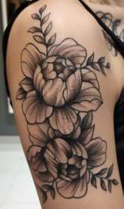 Tatuajes en el hombro - Tatuajes flores hombro