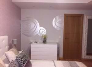 Rotulación a mano en Madrid - Pintura Mural Decorativa para habitación de Hotel