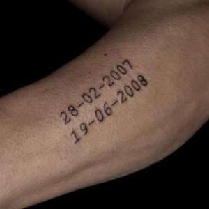 Estudios de Tatuajes en A Coruña - Tatuaje de fecha