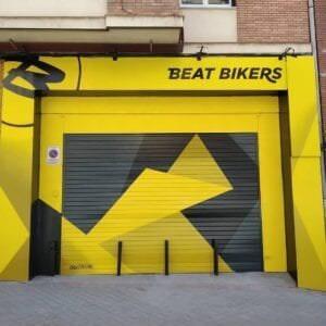 Graffiti profesional - Mural decorativo tienda Beat bikers