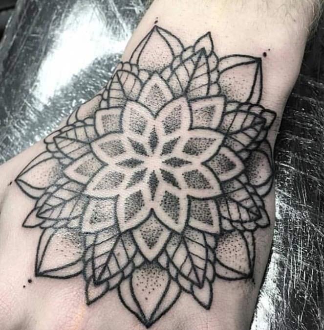 Tatuaje flor puntillismo