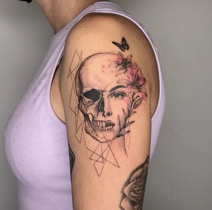 Tatuaje media calavera y cara realista