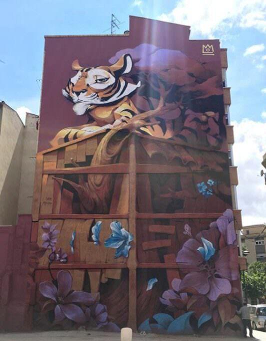 """Mural en Zaragoza: """"El tigre sobre el tejado"""""""