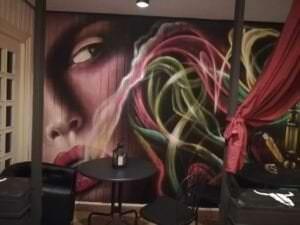 Graffiti mural - Graffiti decorativo con realismo