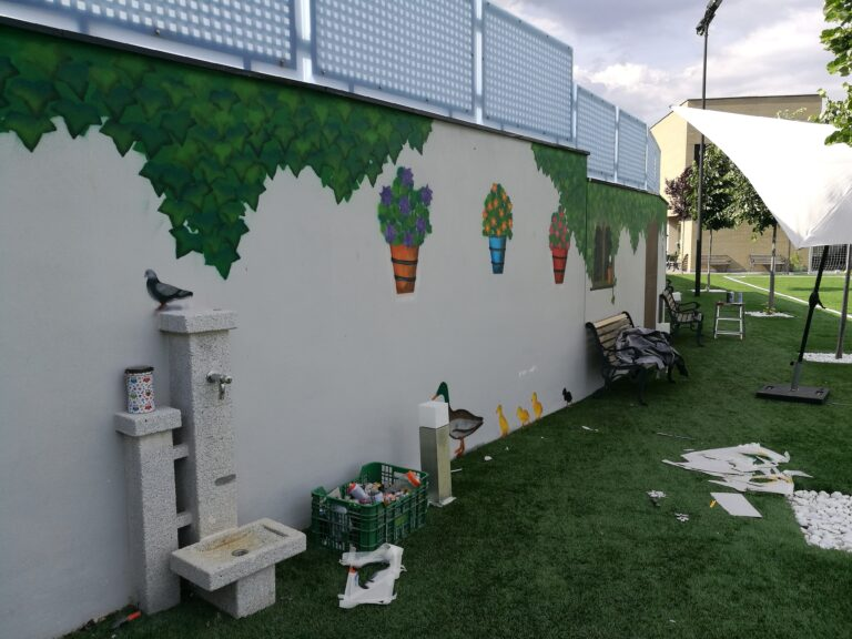 Mural: Fachada decorativa para jardín