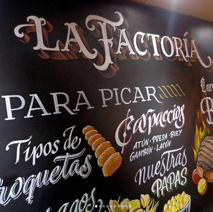 Rotulación a mano de pizarra para restaurante LA FACTORÍA (Huesca)