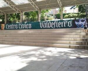Rotulación a mano en Zaragoza - Mural Centro Cívico Valdefierro (Zaragoza)