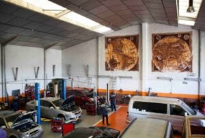 Graffiti comercial en Pamplona - Mural decorativo para el taller de furgonetas Revivans de Pamplona