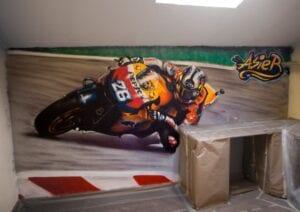 Graffiti comercial en Pamplona - Mural infantil para habitación con el motorista Dani Pedrosa